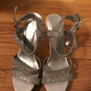 Guess heels (perfect for the holidays)